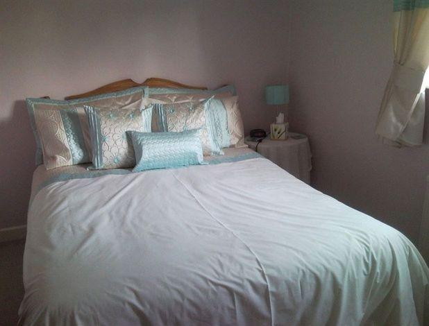 Latchmead - main house single bedroom